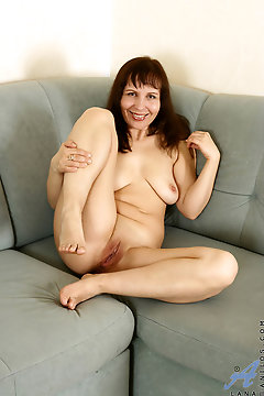 Anilos - Cougarcouch Featuring Lana. (photos)